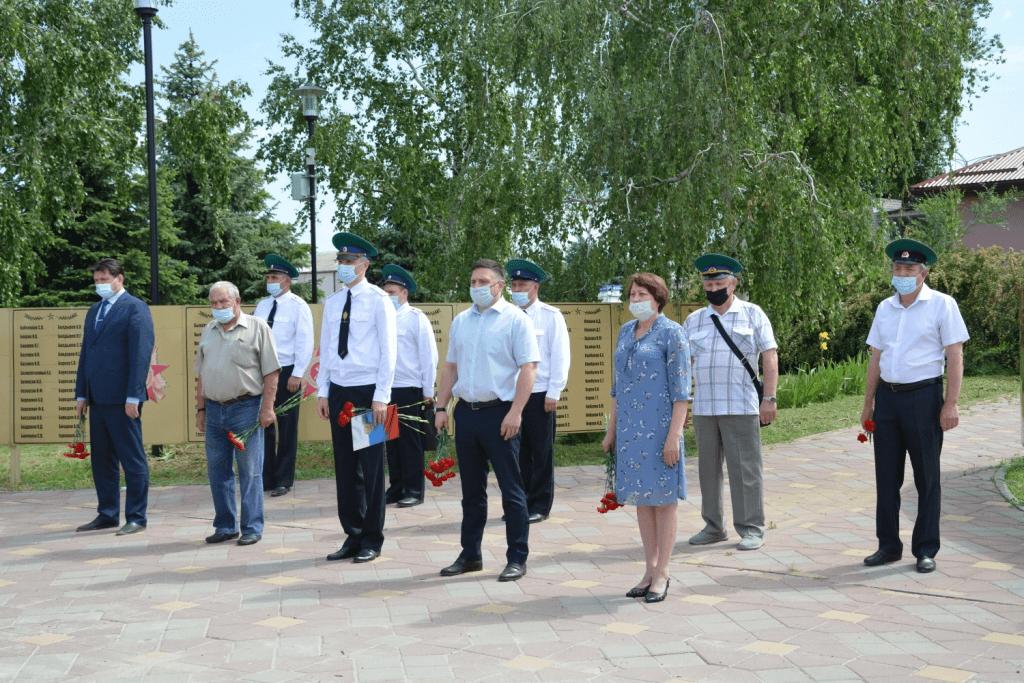 28 мая в Глубоком состоялось торжественное возложение цветов