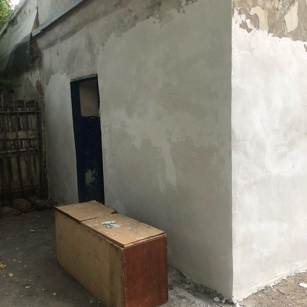 Общественный туалет приводят в порядок