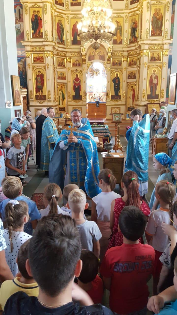 Каменских школьников благословили перед началом учебного года