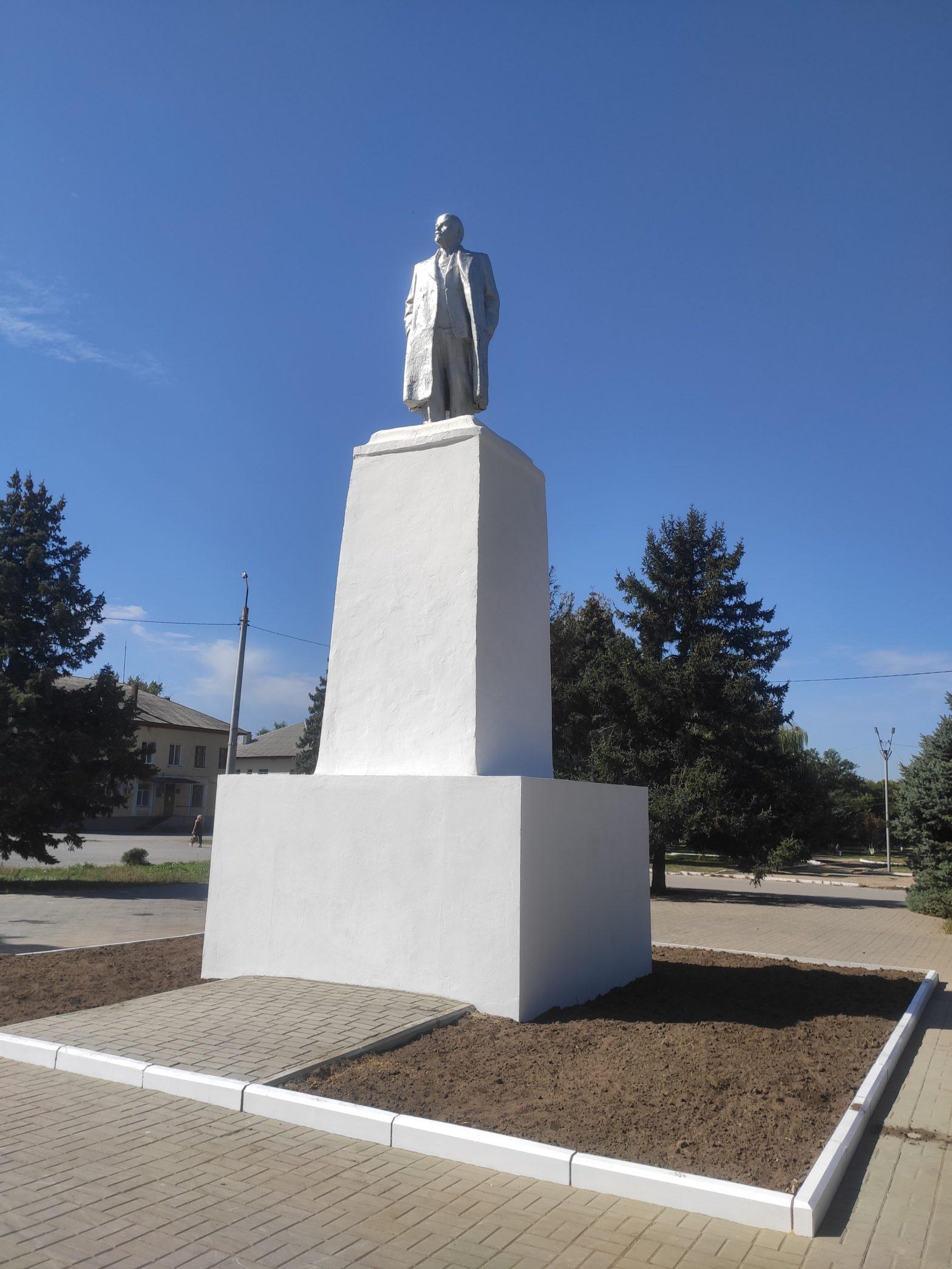 В микрорайоне Заводском отремонтировали памятник Ленину