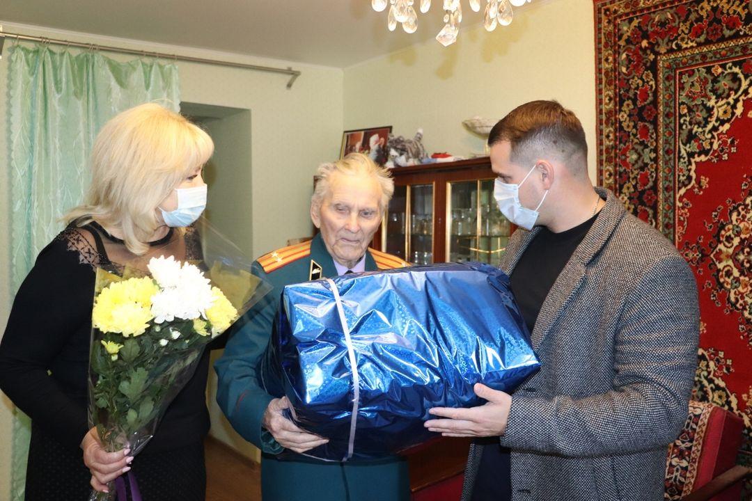 Инвалиду Великой Отечественной войны, подполковнику в отставке Ивану Петровичу Сметанину исполнилось 95 лет!