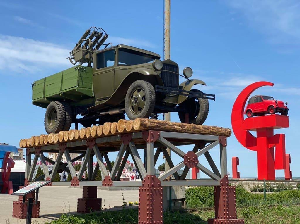 В Каменске-Шахтинском установили памятник военным шоферам