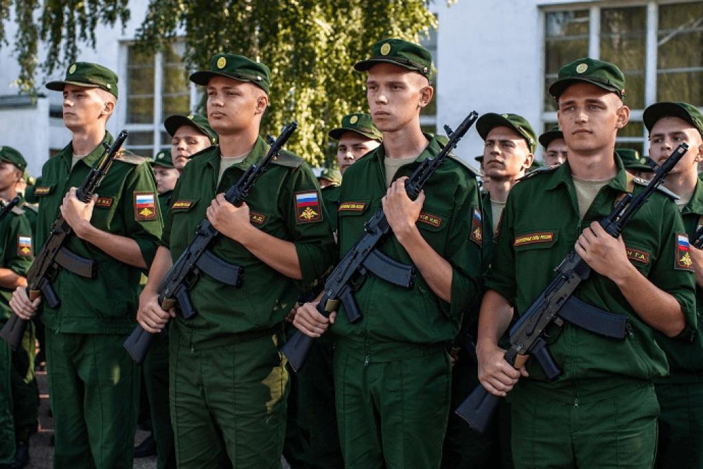 В Каменске продолжается весенний призыв в армию