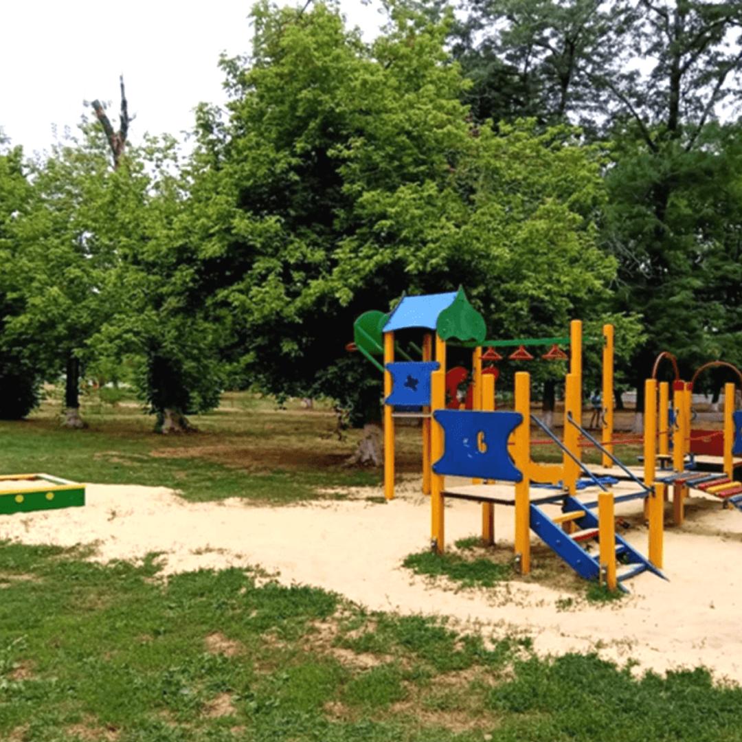 В микрорайоне Лиховском обновлена детская площадка