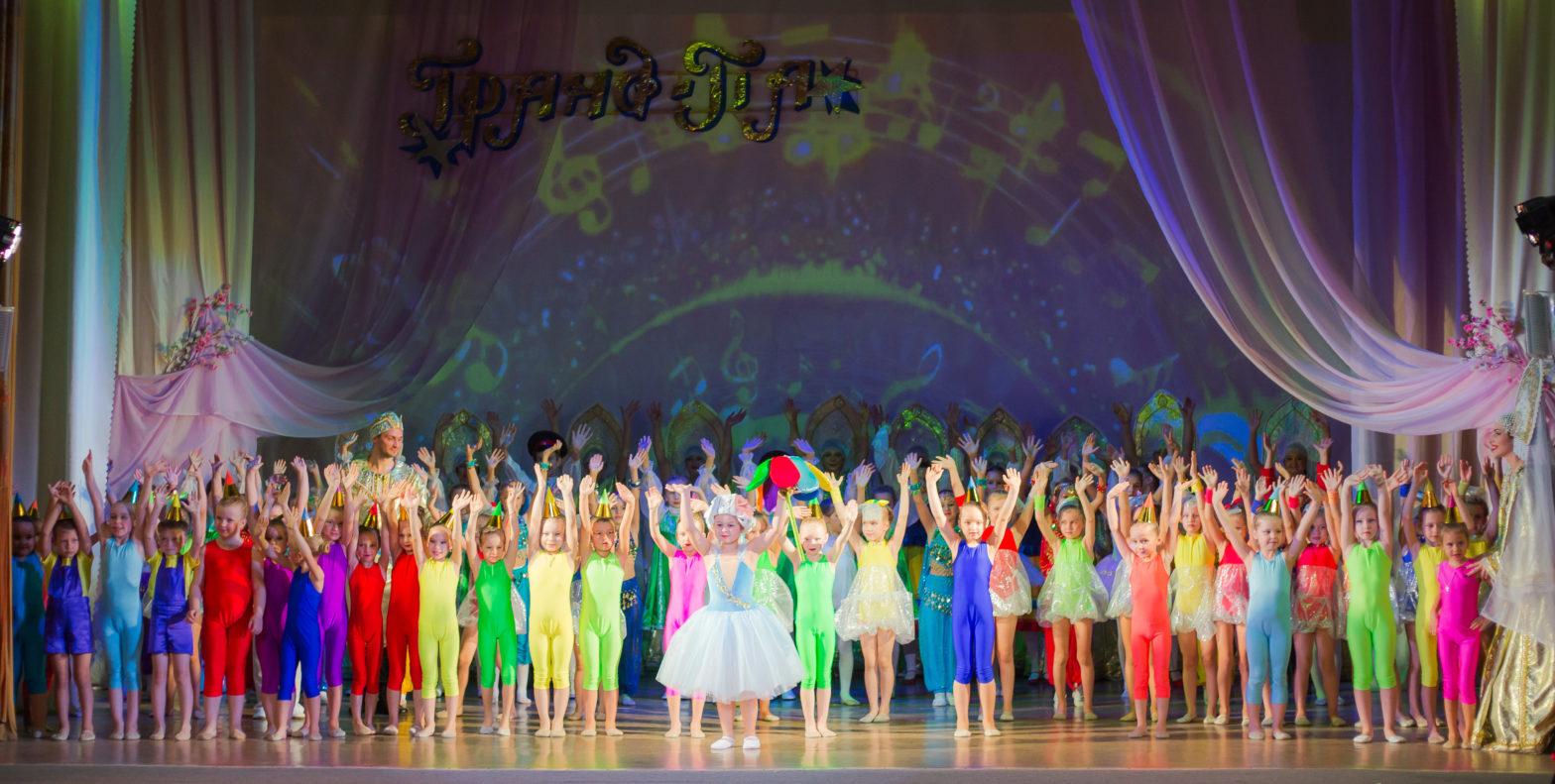 В Каменске «Гранд Па» танцевал «Цветик-семицветик»